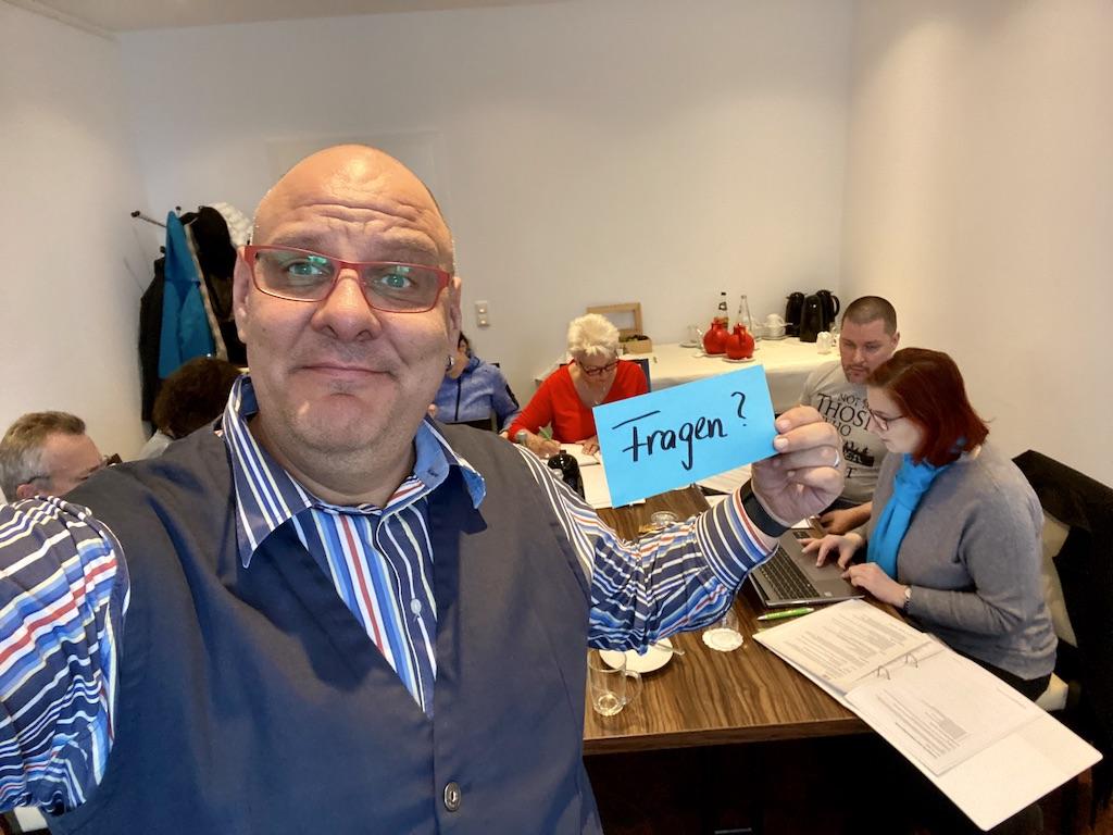 Trauerredner Ausgebildet - Trainer Carsten Riedel Im Seminarraum