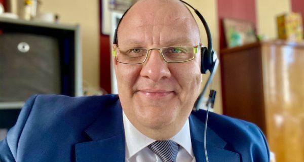 Carsten Riedel Im Büro, Trauergespräch Am Telefon